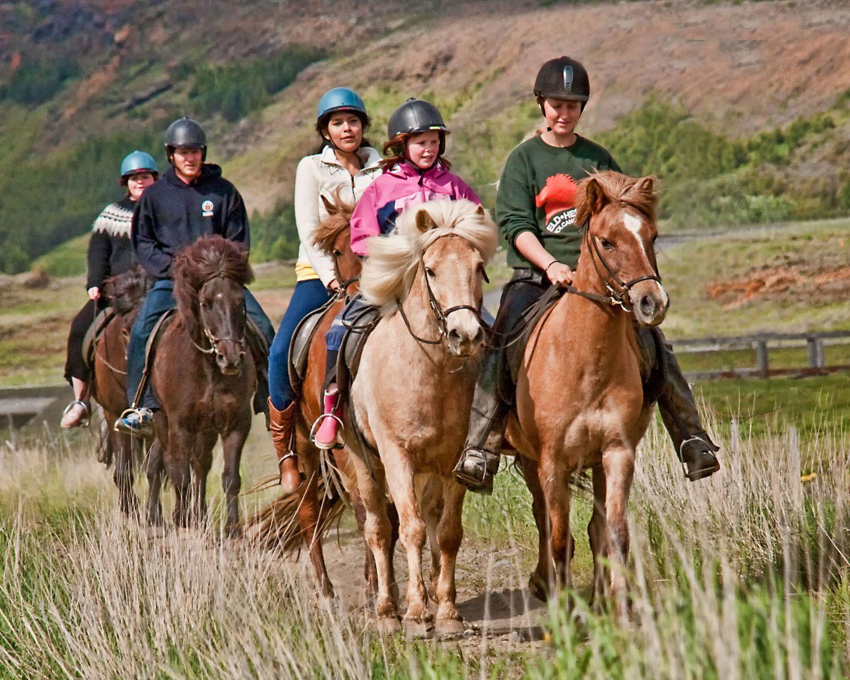 Paardrijden gezin op vakantie